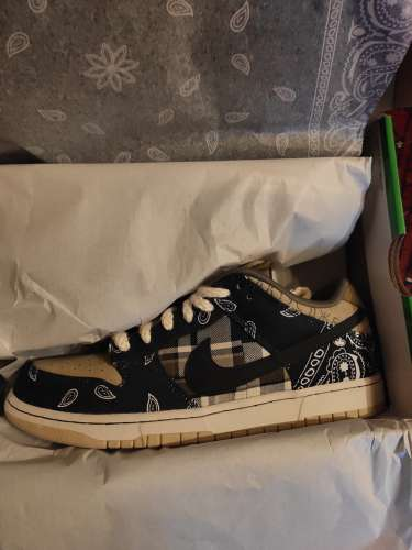 NIKE SB DUNK LOW X TRAVIS SCOTT