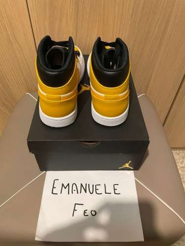 Vendo Jordan 1 mid university yellow size 43